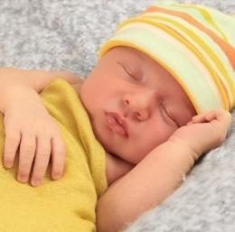 spiacy niemowlak